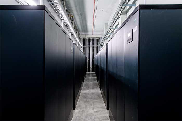 Почему лучше использовать дата-центр, а не собственную серверную?