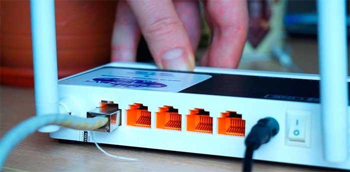Можно ли разместить роутер на улице? Или как улучшить WIFI в  загородном доме?